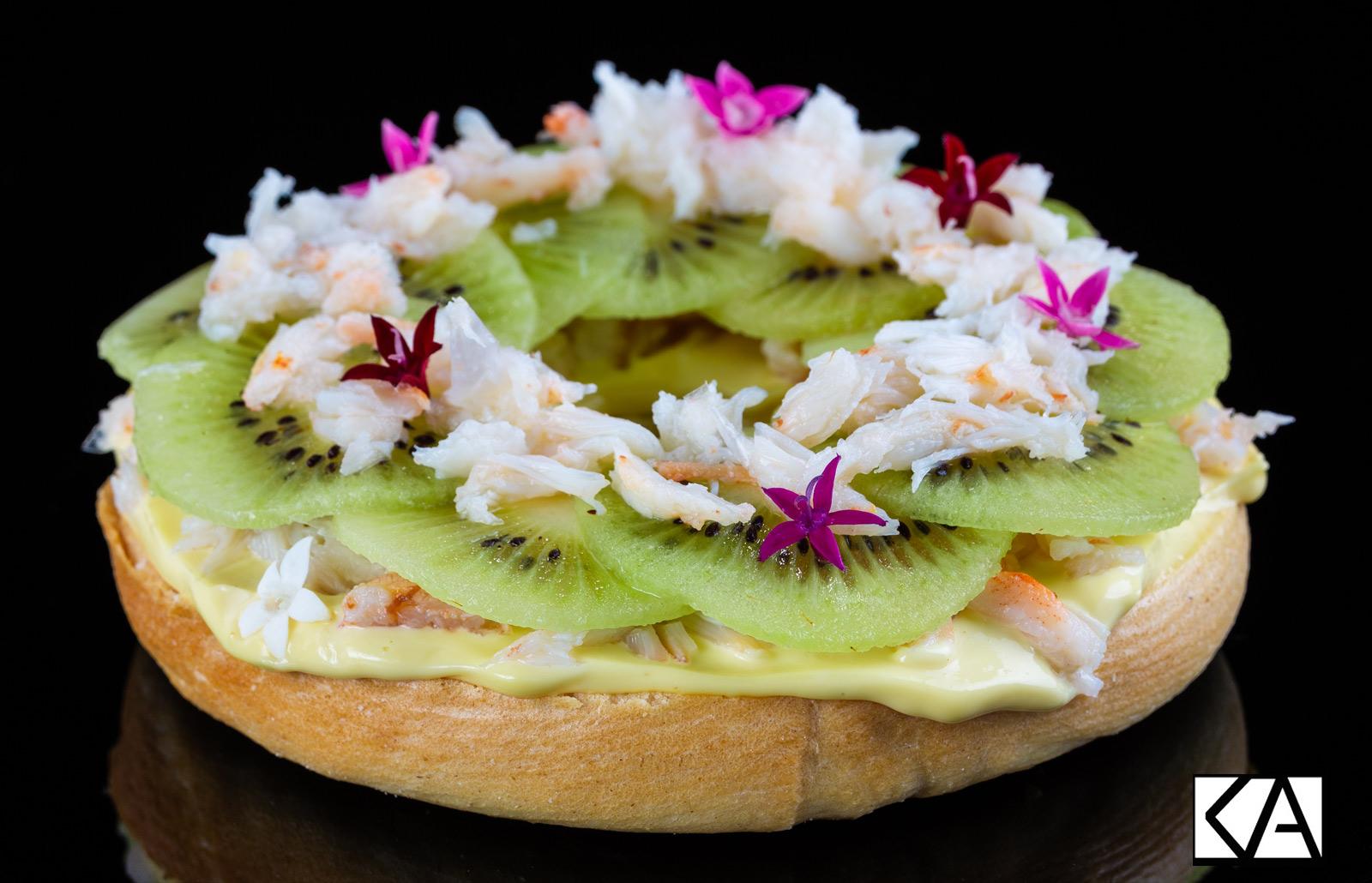 bagel au Kiwi de l'Adour, crabe et mayonnaise